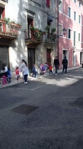 a piedi verso la bassanella con don Mirco
